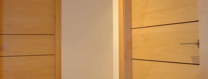 Puerta paso en arce tirador en aluminio dami n vinent - Tirador puerta aluminio ...